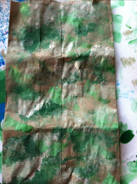 Camouflage Paper Lunch Bag Toddler Activity (www.toddlertoddler.com)